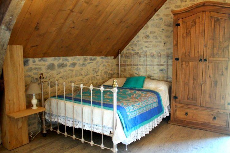 """Chambre """"La Mésange"""" pour votre confort optimal."""